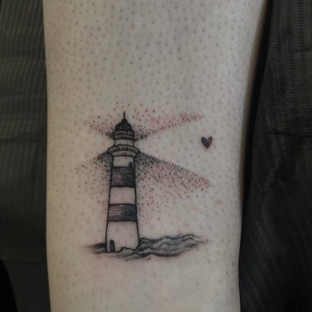 Mini majakka nilkassa. #dotwork #tinytattoo #linework #lighthouse #blackandgrey #girlytattoo #inked #tattoo #tatuointi #hyvinkää