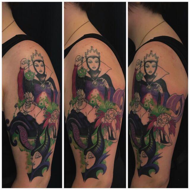 Pahikset! 🤩  Keskeneräinen, jatkellaan taas elokuussa. #inprogress #colortattoo #ink #disneyvillains #maleficent #yzma #evilqueen #ursula #inked #tattoo #tatuointi #hyvinkää