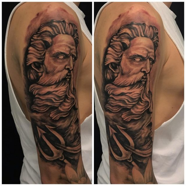 Tänään aloitettu projekti olkavarressa.  Jatkellaan taas parin viikon päästä!  #inprogress #blackandgrey #ink #sleevetattoo #poseidon #greekmythology #inked #tattoo #tatuointi #hyvinkää #tattooparlour #artcollective