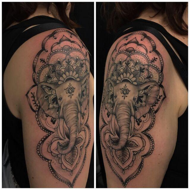Osa parantunutta, osa juuri väritettyä.  #blackandgrey #mandala #dotwork #elephant #mehndi #dotwork #mandalatattoo #ink #girlytattoo #tattoo #inked #tatuointi #hyvinkää #tattooparlour #artcollective