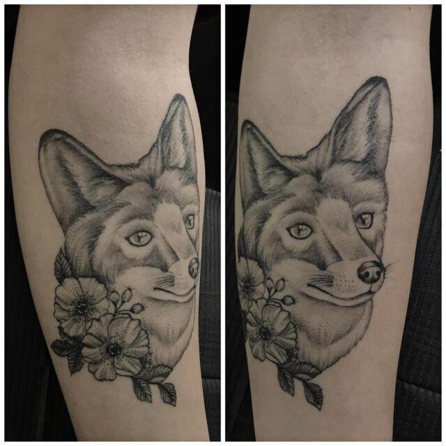 Parantunut kettu.  #healed #blackandgrey #fox #healedtattoo #ink #tattoo #flowers #foxtattoo #healedtattoo #tatuointi #hyvinkää #tattooparlour #artcollective