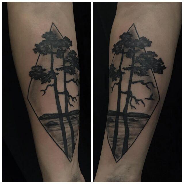 Käsivarressa.  #blackandgrey #trees #landscape #nature #ink #tattoo #geometrical #inked #tatuointi #hyvinkää