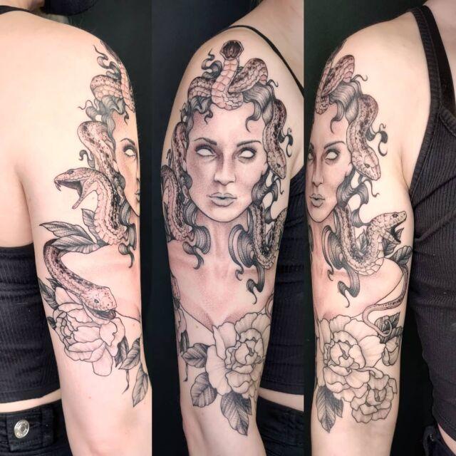 Osa parantunutta, osa tänään väritettyä #medusa #tatuointi #artelysior #tattooparlour #artcollective #hyvinkää #tpartcollective #medusatattoo #tattoo