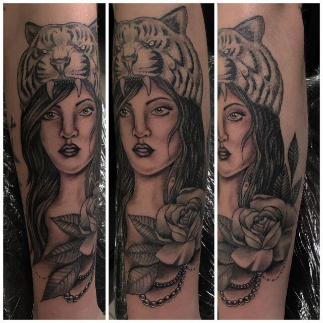 Osa parantunutta, osa juuri väritettyä. #blackandgrey #rosetattoo #parthealed #tiger #ladyface #ink #tattoo #tatuointi #inked #hyvinkää #tattooparlour #artcollective