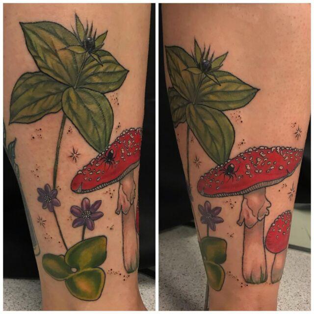 Osa parantunutta, osa tänään väritettyä.  #colortattoo #parthealed #botanical #ink #parisquadrifolia #amanitamuscaria #lilyofthevalley #mushrooms #flowers #inked #tattoo #tatuointi #hyvinkää