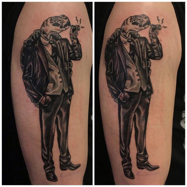 Hieno mies olkavarressa.  #blackandgrey #turtle #gentleman #tattoo #ink #hienomies #pipesmoker #inked #tatuointi #hyvinkää
